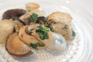 牡蠣とエリンギのにんにくバターソテー