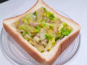 パンの器に卵液を流し込む