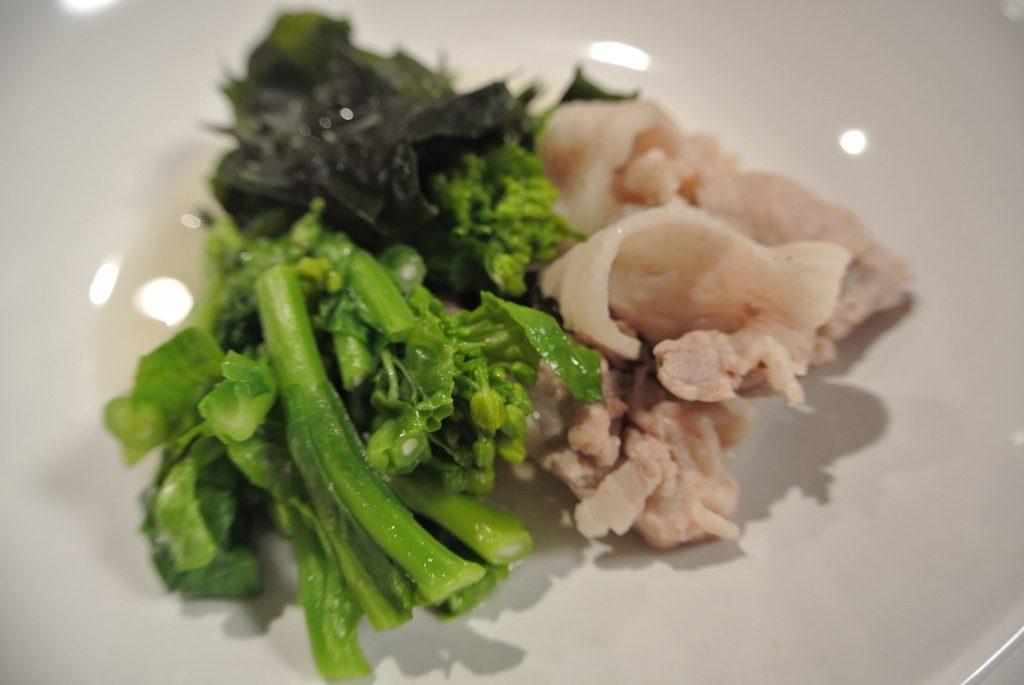 豚肉、わかめ、菜の花のさっと煮