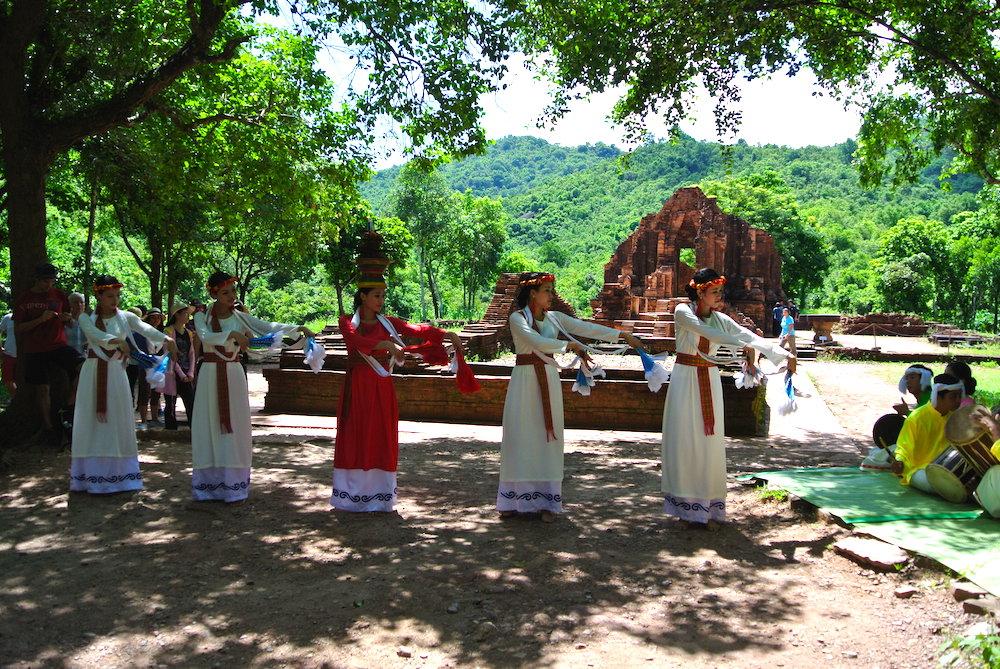 チャム族のダンス